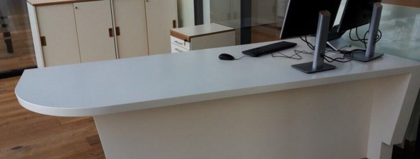 Miért lehet hatékony választás az akril íróasztal egy irodába - akrilbutor.hu