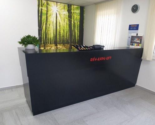 Vevőszolgálati pult - akrilbutor.hu